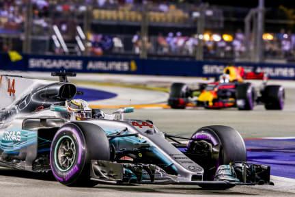 Lewis_Hamilton_leads_Daniel_Ricciardo_at_the_Marina_Bay_Street_Circuit.jpg