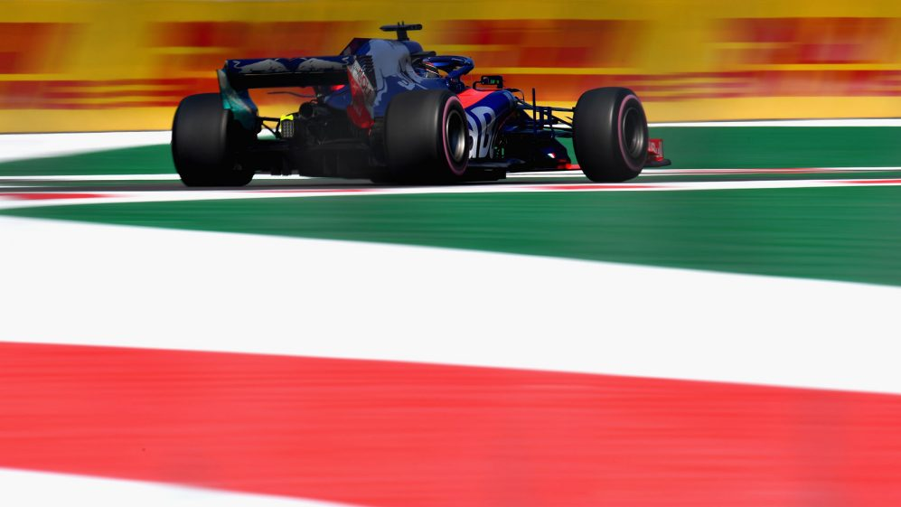 TECH TUESDAY: Why it's the air that poses the biggest challenge in the 2019 Mexican Grand Prix | Formula 1®