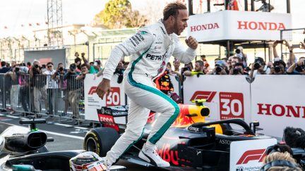 Hamilton takes top position in United States  with fifth title in sight