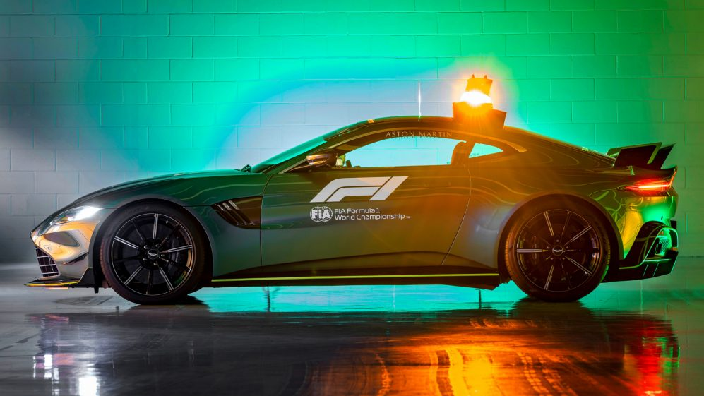 Aston-Martin-VantageOfficial-Safety-Car-of-Formula-One09.jpg