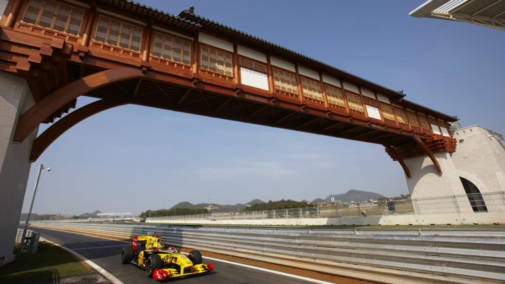 Korea International Circuit, Yeongam, Korea. 22nd October 2010. Robert Kubica, Renault R30..jpg