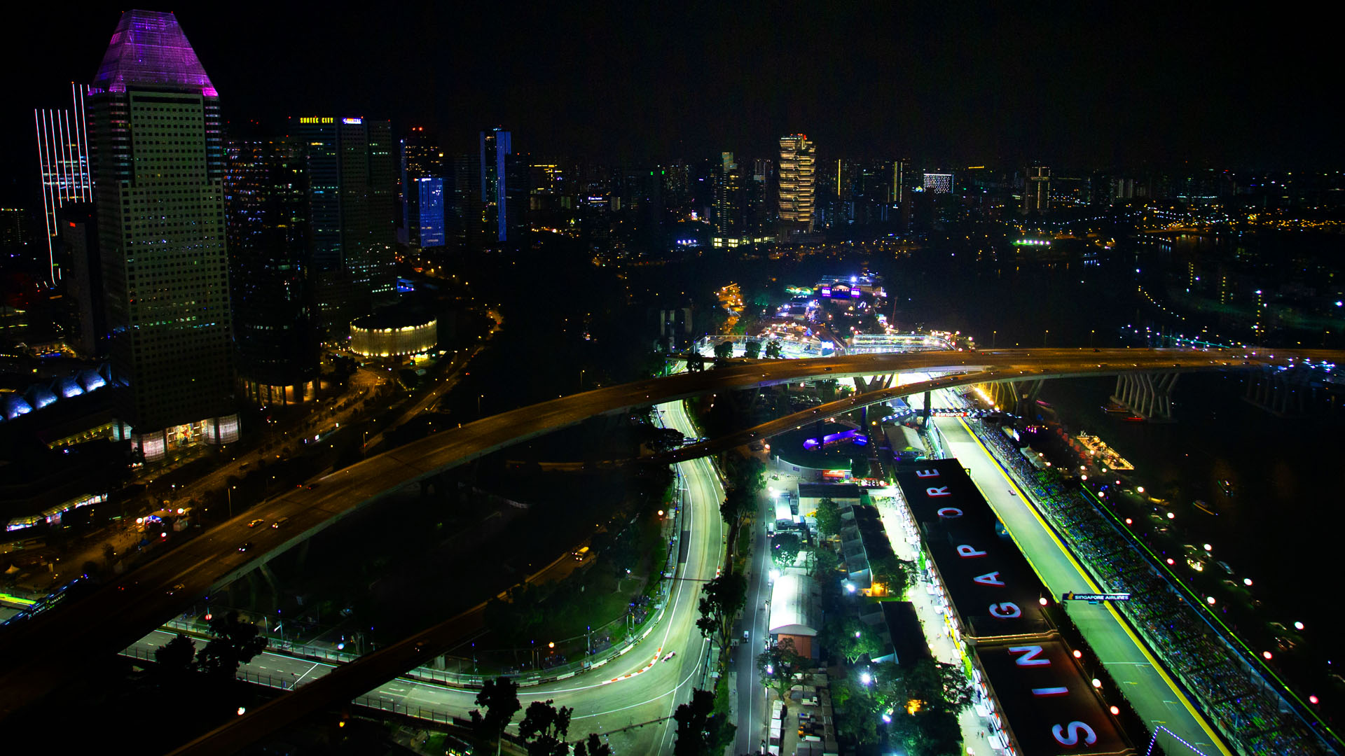5 Reasons We Love... The Singapore Grand Prix | Formula 1®
