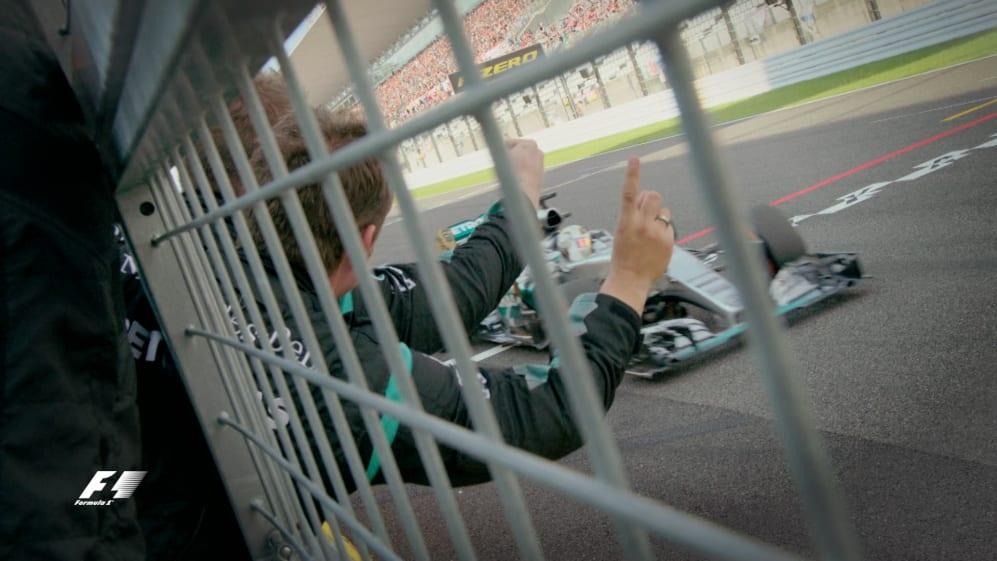 Hamilton equals Senna's 41 wins in Japan 2015