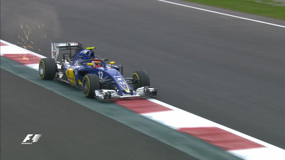 FP1: Red flags as Nasr's front wing explodes