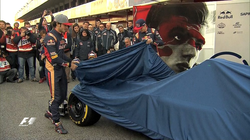 Revealed: Verstappen and Sainz present Toro Rosso's 2016 livery