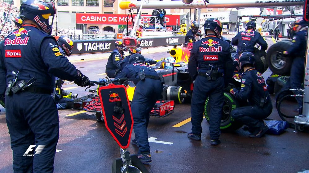 """""""Where's the tyres?"""" - Relive Red Bull's pit stop nightmare"""