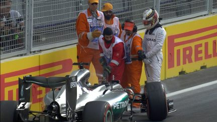 Qualifying: Hamilton crashes out of contention
