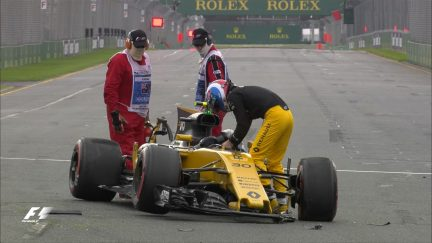 FP2 - Palmer crash brings out red flags
