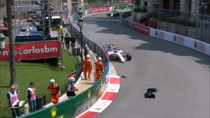 FP2: Stroll hits the barriers at Massenet