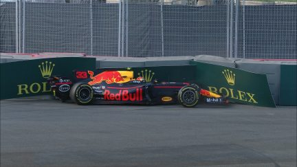 FP2: Pacesetter Verstappen ends session in the barriers