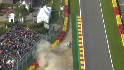 FP1: Massa goes out early after hitting the barriers