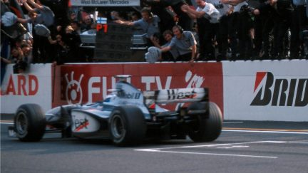 F1 VAULT: Mika Hakkinen seals his first title in Japan