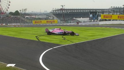FP1: Perez spins his Force India after touching grass