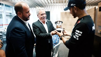 Hamilton receives special gift from Fangio family