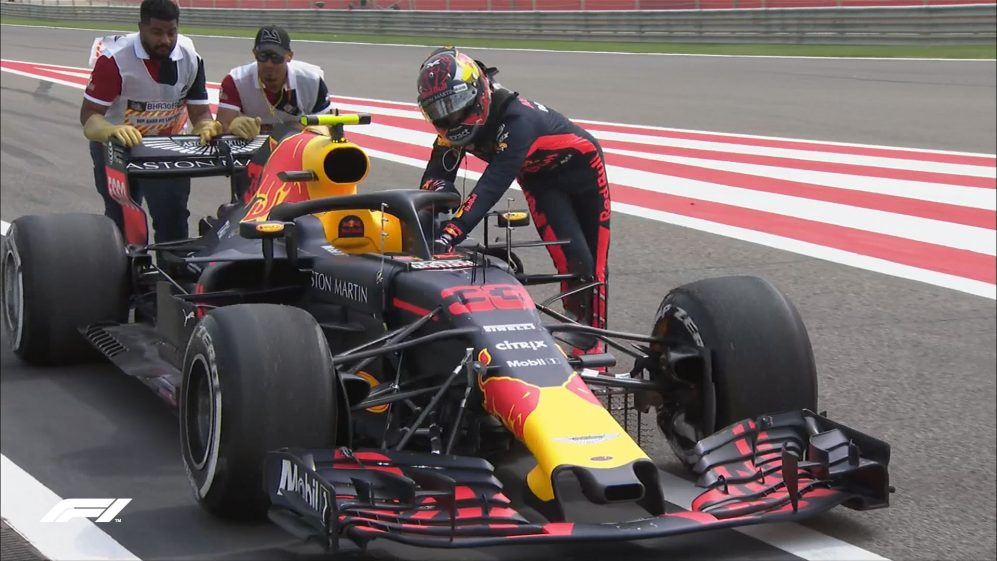 FP1: Verstappen pushes his stricken Red Bull back to the pits