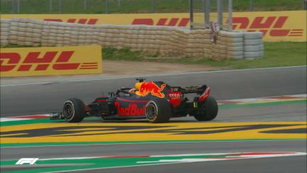 FP3: Ricciardo puts his Red Bull into a spin
