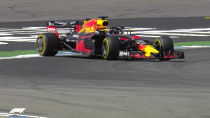 FP2: Ricciardo has a spin at Turn 8