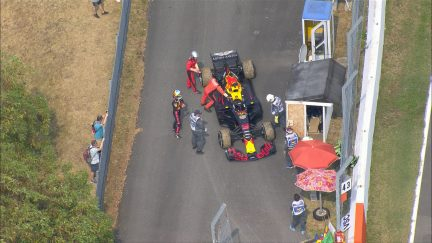 RACE: Ricciardo retires after power loss