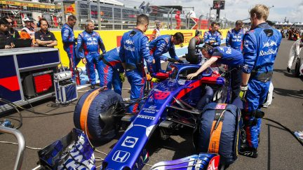 What do F1 teams do on the grid before the race?