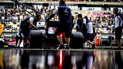 What do the teams do during F1 practice sessions?