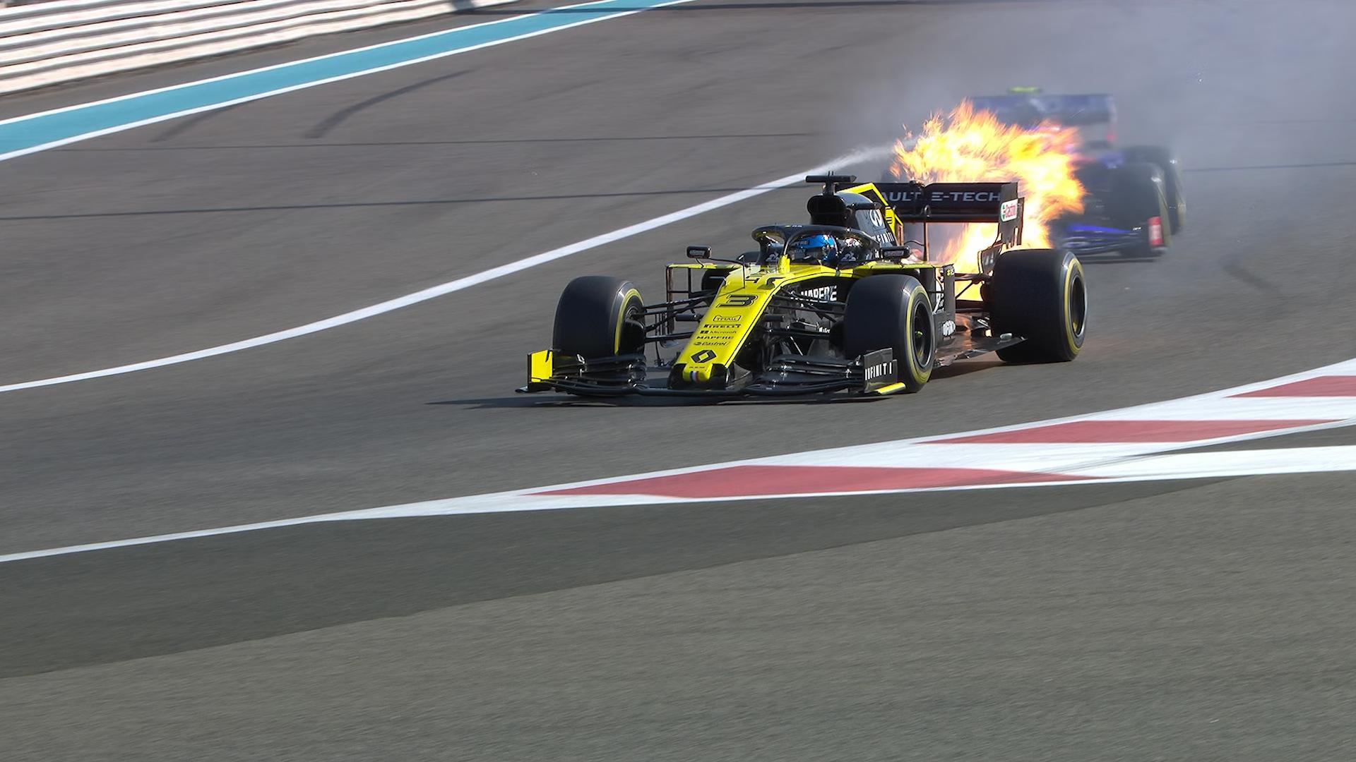 FP1: Daniel Ricciardo suffers spectacular engine failure