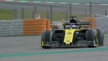 Testing Day 2: Ricciardo survives Renault rear-wing failure