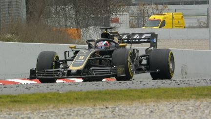 Testing Day 3: More problems for Haas as Grosjean grinds to halt