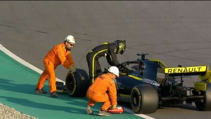 Testing Day 4: Late Hulkenberg stoppage brings out the reds