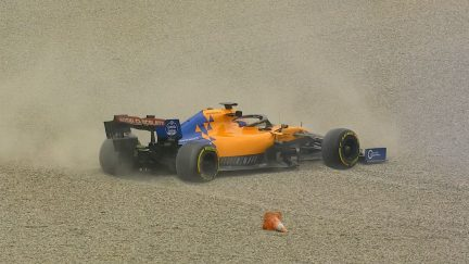 Testing Day 3: Sainz escapes from the gravel after spin