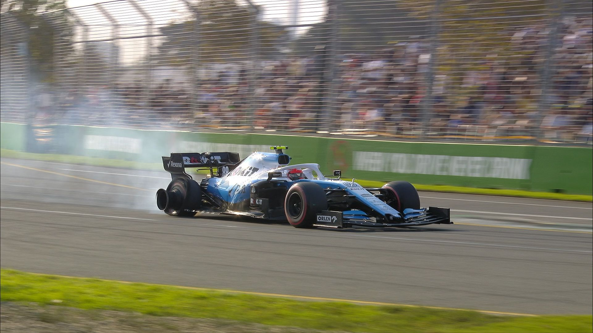 Qualifying: Kubica hits wall and exits Q1 with puncture