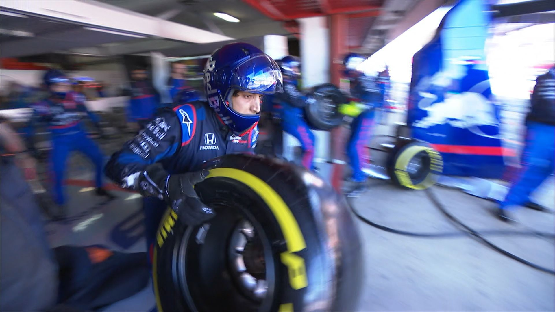 SPANISH GP: Kvyat catches Toro Rosso pit crew by surprise