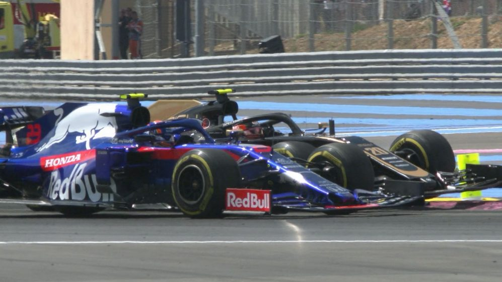 FRENCH GP: Albon squeezes past Magnussen at the chicane