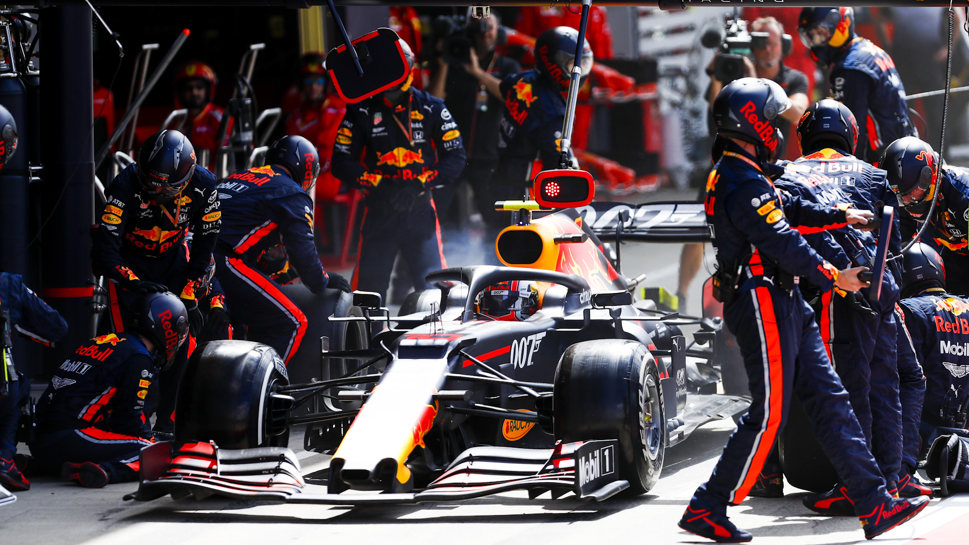 Watch Red Bull break pit stop world record at British Grand Prix