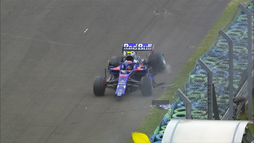 FP2: Albon crashes out with less than five minutes gone