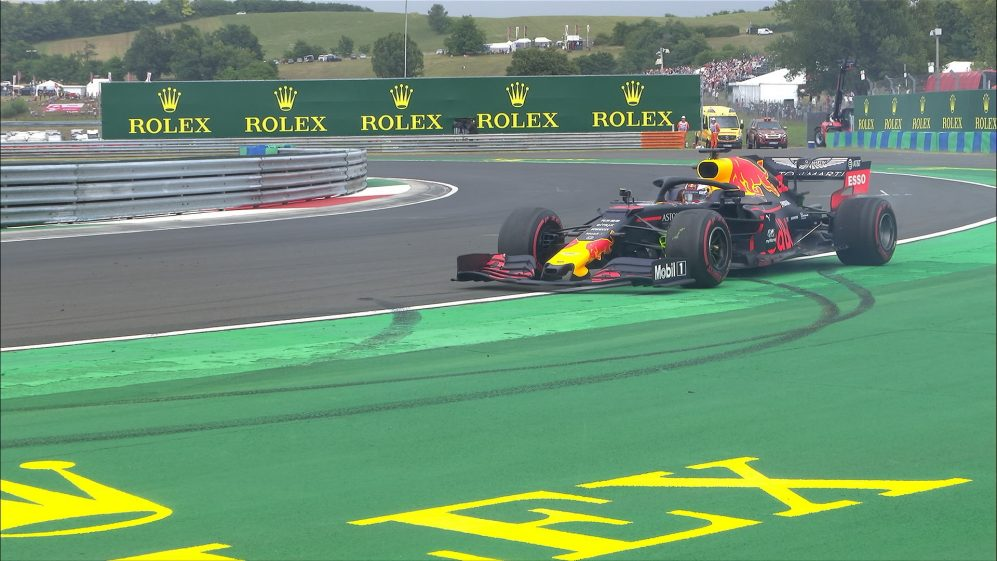 FP1: Verstappen ends up pointing backwards at Turn 14