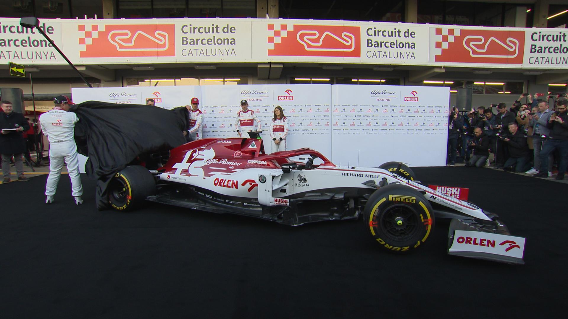 Raikkonen And Giovinazzi Unveil 2020 Alfa Romeo F1 Car At Testing Formula 1