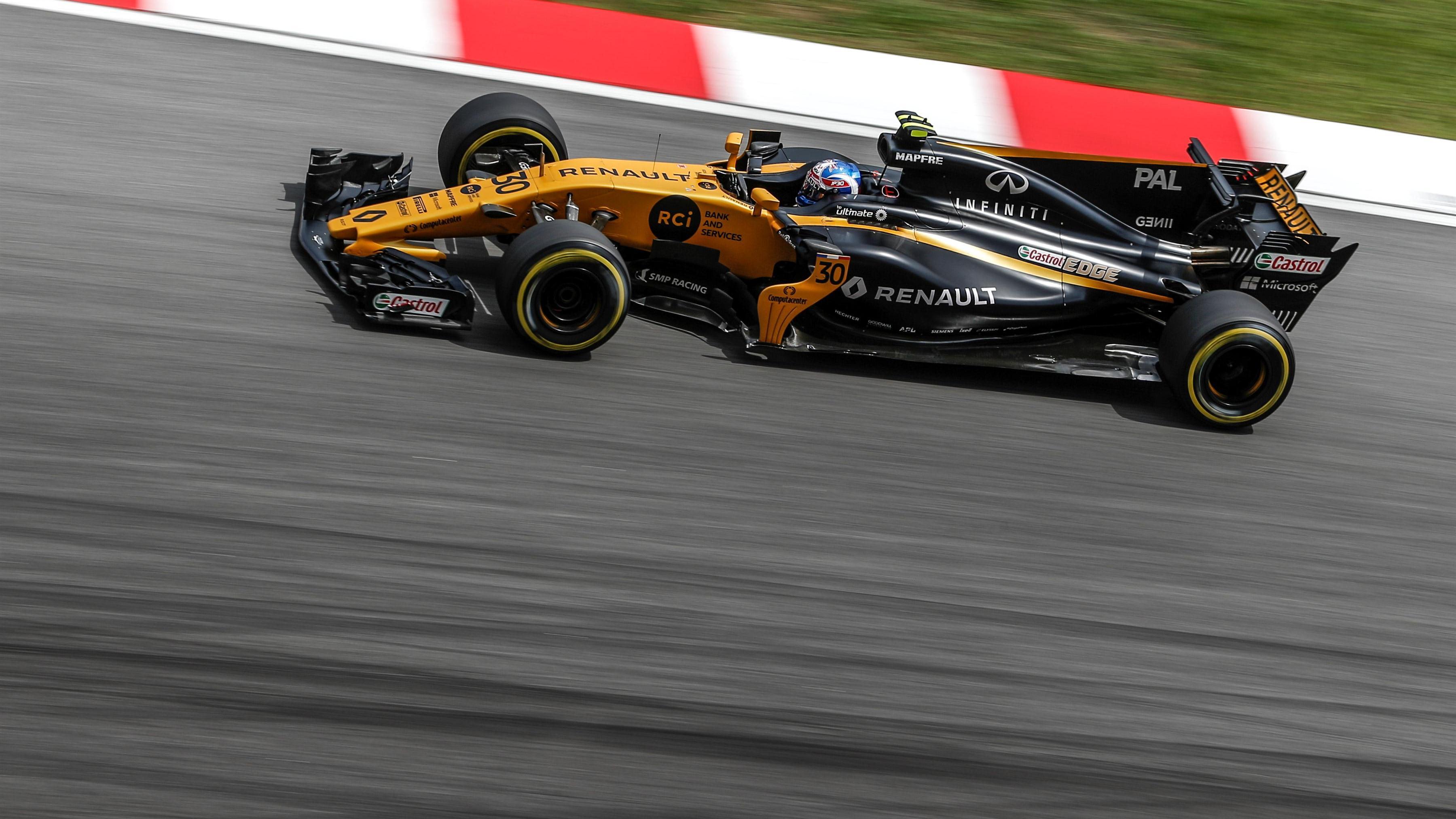 Swap shop – drivers who switched teams mid-season | Formula 1®
