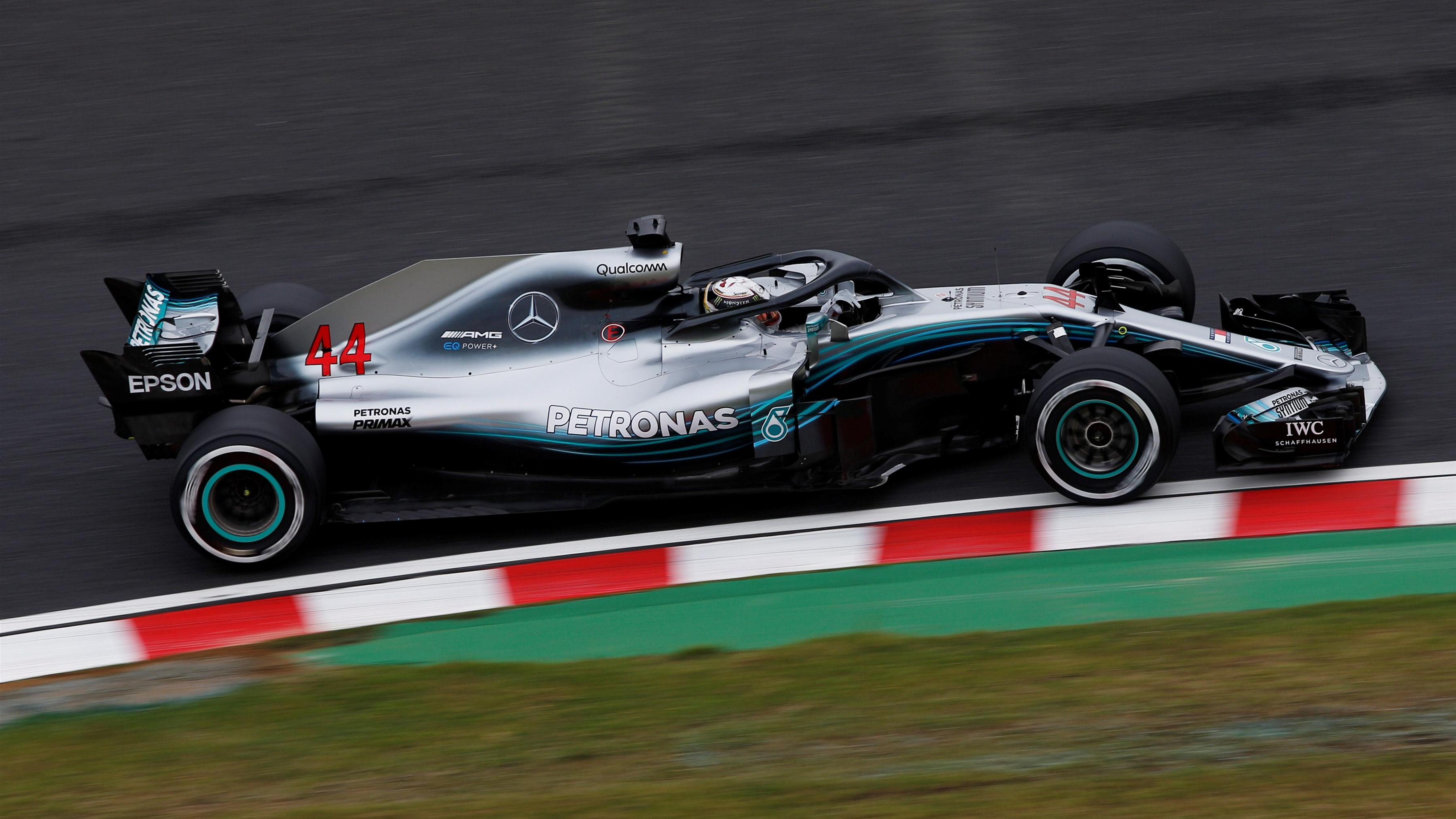 fp1 hamilton leads mercedes one two in japan. Black Bedroom Furniture Sets. Home Design Ideas