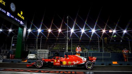 Singapore Grand Prix qualifying: Lewis Hamilton outpaces Sebastian Vettel to take pole