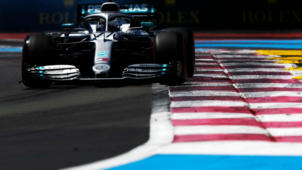 Hamilton grabs pole at French Prix