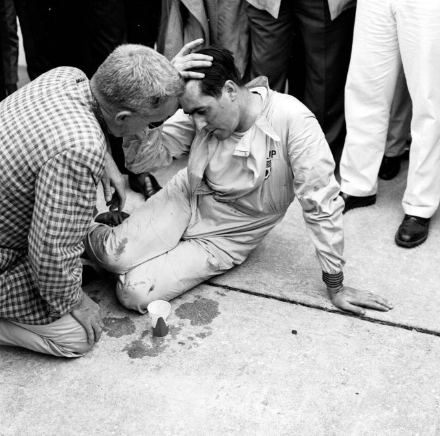 Jack Brabham collapsed after pushing his Cooper T51-Climax across the line to finish 4th and clinch the World Championship, 1959 United States Grand Prix. Sebring, Florida, USA © LAT Photographic