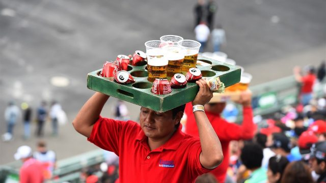 Beer seller at Formula One World Championship, Rd17, Mexican Grand Prix, Practice, Circuit Hermanos Rodriguez, Mexico City, Mexico, Friday 30 October 2015. &copy&#x3b; Sutton Motorsport Images