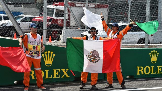 Marshals and flags at Formula One World Championship, Rd17, Mexican Grand Prix, Race, Circuit Hermanos Rodriguez, Mexico City, Mexico, Sunday 1  November 2015. &copy&#x3b; Sutton Motorsport Images