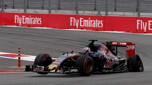 Max Verstappen (NDL) Scuderia Toro Rosso STR10 with pucture on lap one at Formula One World Championship, Rd15, Russian Grand Prix, Race, Sochi Autodrom, Sochi, Krasnodar Krai, Russia, Sunday 11 October 2015. &copy&#x3b; Sutton Motorsport Images