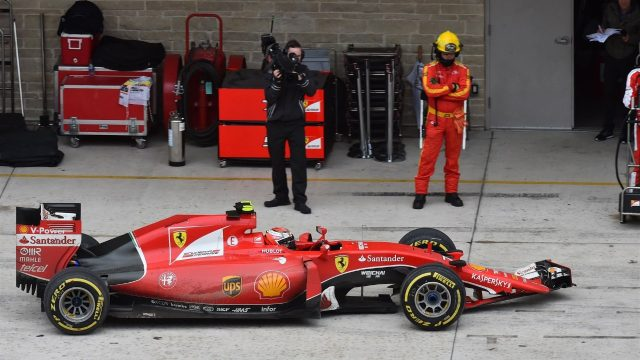 Kimi Raikkonen (FIN) Ferrari SF15-T pits with broken front wing at Formula One World Championship, Rd16, United States  Grand Prix, Race, Austin, Texas, USA, Sunday 25 October 2015. &copy&#x3b; Sutton Motorsport Images
