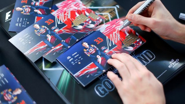 Max Verstappen (NDL) Scuderia Toro Rosso auotgraph cards at Formula One World Championship, Rd19, Abu Dhabi Grand Prix, Qualifying, Yas Marina Circuit, Abu Dhabi, UAE, Saturday 28 November 2015. &copy&#x3b; Sutton Motorsport Images