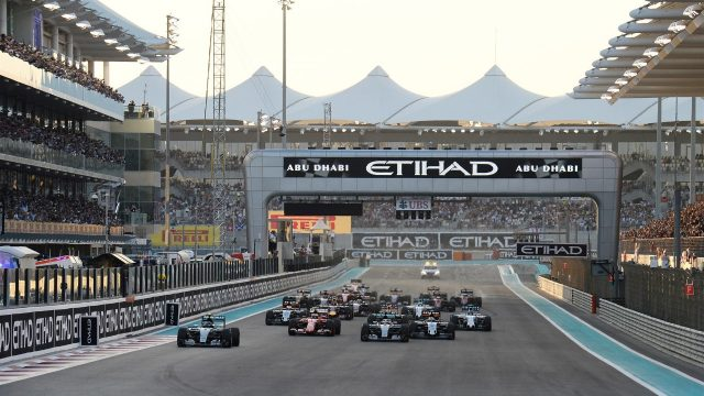 Nico Rosberg (GER) Mercedes AMG F1 W06 leads at the start of the race at Formula One World Championship, Rd19, Abu Dhabi Grand Prix, Race, Yas Marina Circuit, Abu Dhabi, UAE, Sunday 29 November 2015. &copy&#x3b; Sutton Motorsport Images