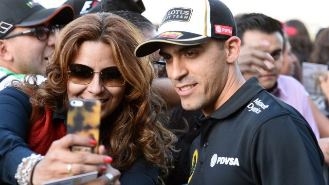 Pastor Maldonado (VEN) Lotus selfie with fans at Formula One World Championship, Rd17, Mexican Grand Prix, Preparations, Circuit Hermanos Rodriguez, Mexico City, Mexico, Thursday 29 October 2015. &copy&#x3b; Sutton Motorsport Images