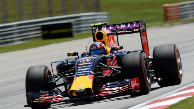 Daniil Kvyat (RUS) Red Bull Racing RB11 at Formula One World Championship, Rd2, Malaysian Grand Prix, Qualifying, Sepang, Malaysia, Saturday 28  March 2015. &copy&#x3b; Sutton Motorsport Images