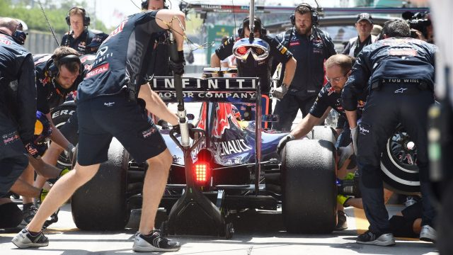 Daniil Kvyat (RUS) Red Bull Racing RB11 makes a pit stop at Formula One World Championship, Rd2, Malaysian Grand Prix, Qualifying, Sepang, Malaysia, Saturday 28  March 2015. &copy&#x3b; Sutton Motorsport Images